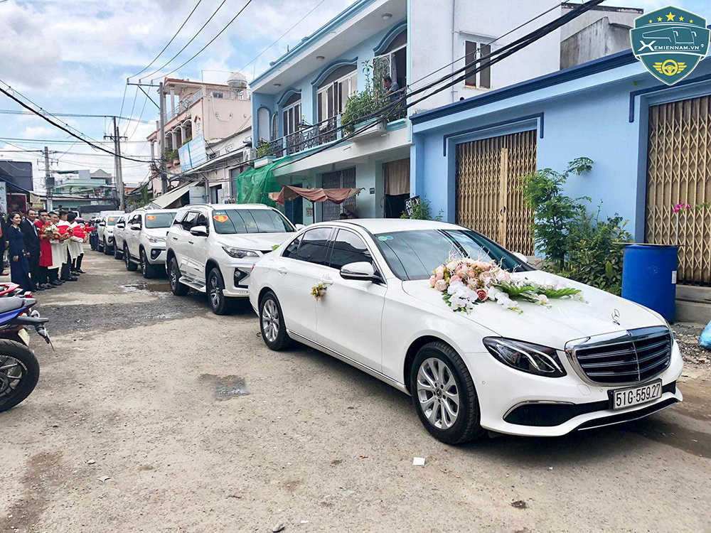 thuê xe cưới giá rẻ
