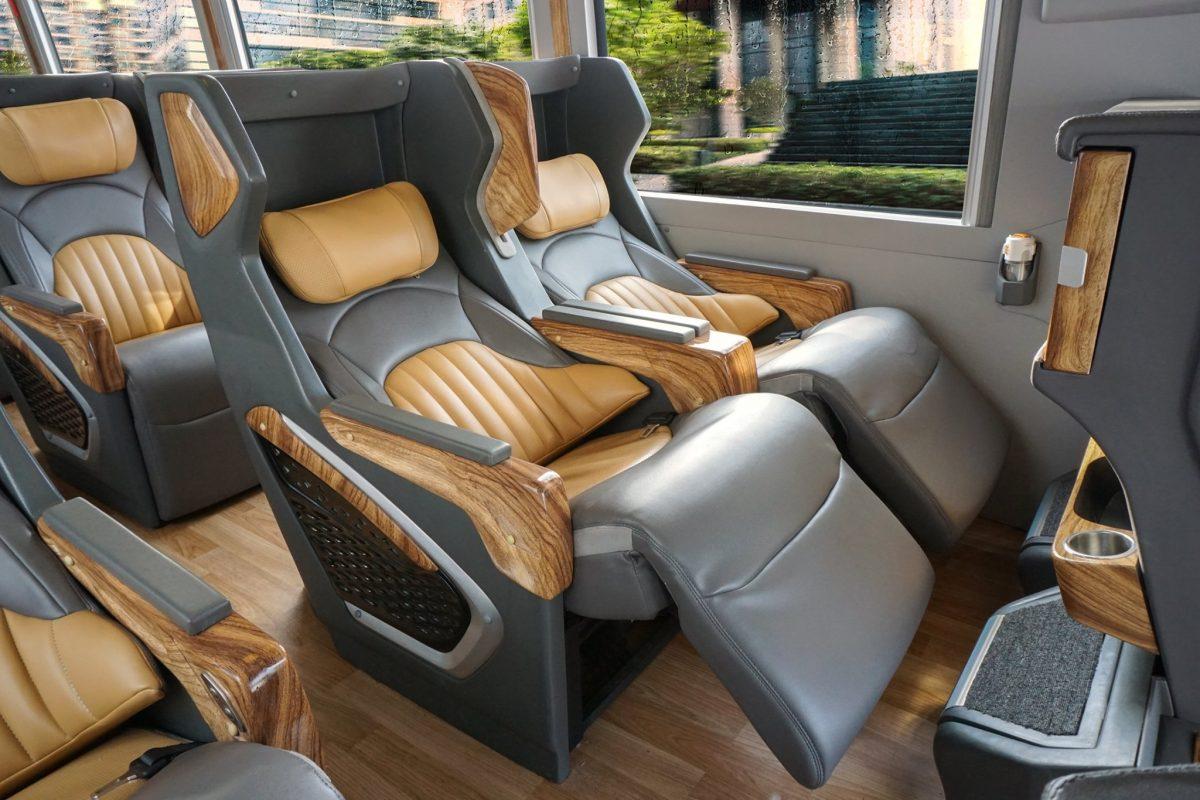 nội thất xe limousine 19 chỗ